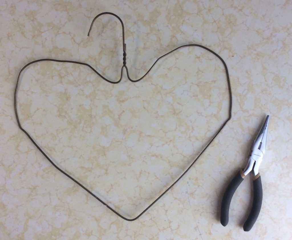 Recycled Craft: Turn a Scarf or Sweater Into a Heart Wall Decoration ...