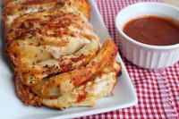 4 Ingredient Pizza Pull-Apart Bread